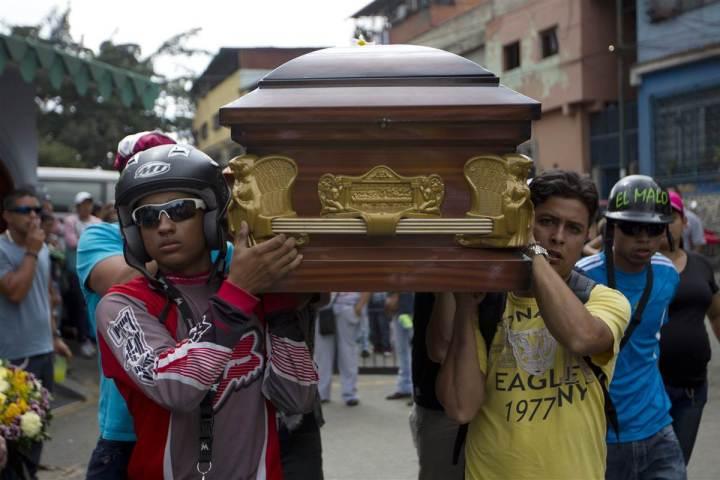 170518-venezuela-crime-sg-1511_77254883ac86c995516365067a9abba6.nbcnews-fp-1200-800 (1)